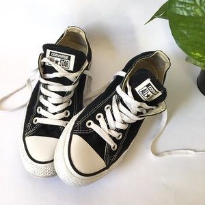 Converse | Black low top Sneakers size 7